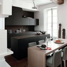 cuisine alu et bois déco du noir dans la cuisine côté maison