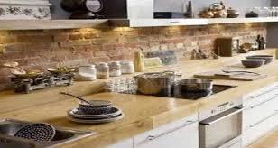 mur de cuisine un mur en brique c est stylé en déco de cuisine
