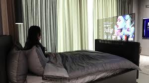 lg oled transparenter traum tv fährt per knopfdruck vor