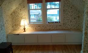 window reading bench – Pollera
