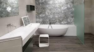 florale tapete im bad badezimmer fliesen badezimmer bad