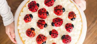 sommerlicher marienkäfer kuchen mit erdbeeren rezepte für