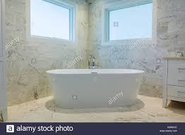 luxuriöses badezimmer im französischen stil im hause