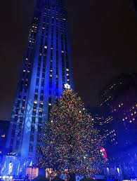 Rockefeller Center Christmas Tree Facts 2014 by Rockefeller Christmas Tree Lights Up And Officially Kicks Off The