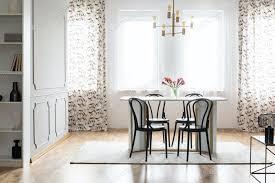 echtes foto einem gemütlichen esszimmer interieur mit gemusterten vorhang foto bialasiewicz auf envato elements