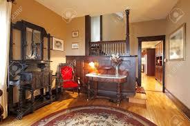 mahagoni holz in einem schönen wohnzimmer