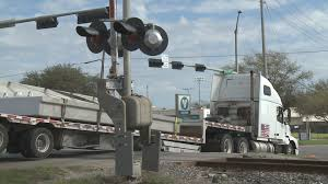 100 595 Truck Stop 18wheeler Gets Stuck On College Station Train Tracks