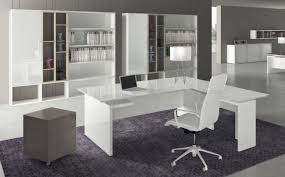 bureau en verre blanc bureau de direction slim épuré aménagement de bureaux pour