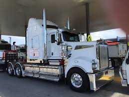 Brand New KW T909 At The Local Kenworth Dealership. B Double Rated ...