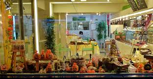 25 Examples Of Halloween Retail Displays To Inspire You