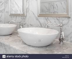 weiß luxus waschbecken im badezimmer weißes modernes
