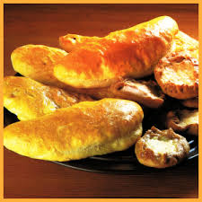 piroggen gebäck mit süßer oder pikanter füllung