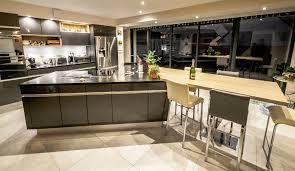 cr r un ilot central cuisine cuisine moderne avec ilot central contemporaine classique grise