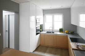 küche in u form geräumig graue arbeitsplatte einbaubackofen