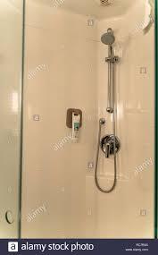innenraum einem bad in einem zimmer des ibis hotel in