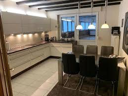 moderne etagen wohnung mit luxus küche und wintergarten
