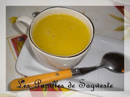 cuisiner la courgette jaune recette de velouté de courgettes jaunes les papilles de sagweste