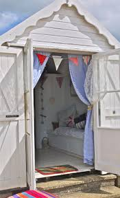 Beach Hut Themed Bathroom Accessories by Best 25 Beach Hut Interior Ideas On Pinterest Beach Style Love