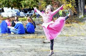 Spirit Halloween Hamden Ct by West Haven High Holds Annual Fall Festival Touts Spirit To