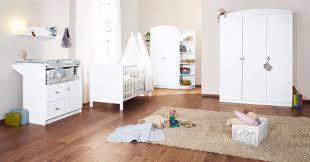 chambre bebe lit et commode bébé évolutif et commode à langer blanc