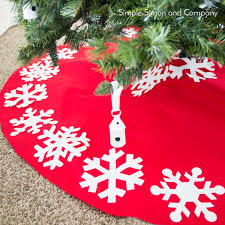 NoSew Snowflake Christmas Tree Skirt AccuQuilt AccuQuilt