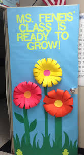 Kindergarten Christmas Door Decorating Contest by Classroom Door Decoration I Like How They Made The Flowers I