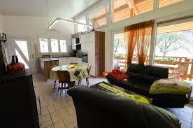 küche und wohnzimmer ferien im jura