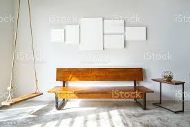 modernes wohnzimmer mit holzbank stockfoto und mehr bilder behaglich
