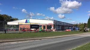 100 Lloyds Food Truck Man Dies In Tragic Accident While Working At Lloyd Ltd In Throckley
