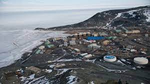 104 Antarctica House Two Workers Die At American Research Base In The New York Times