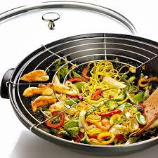 cuisiner avec un wok la cuisine au wok simple et rapide