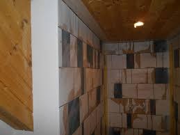 wandbeschichtung und natursteinteppich badezimmer