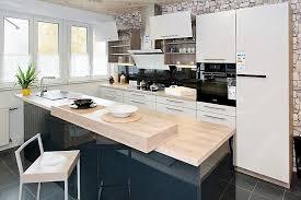 beckermann musterküche moderne zweifarbige zweizeilige küche