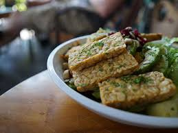 cuisiner le tempeh sautéed tempeh with mixed greens a soscuisine recipe