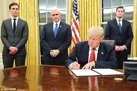 donald trump makes changes in the oval office daily mail online