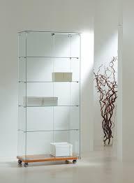 vitrine d exposition occasion vente de vitrines vitrine en verre éclairée pour musée et magasin