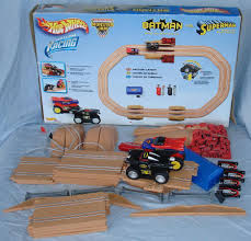 100 Monster Truck Track Set MATTEL HOT WHEELS 143 BATMAN VS SUPERMAN MONSTER TRUCK SLOT CAR