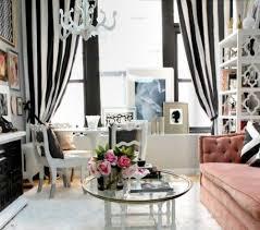 wohnzimmer mit femininen touches sehen luftig und