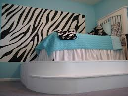 How To Decorate A Bedroom With Zebra Print