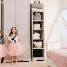 klassisches regal atelier lilu holz schlafzimmer mit