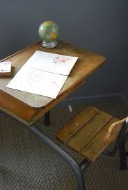 bureau recup un bureau récup pour les enfants peintures julien