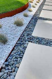 Menards Patio Block Edging by Best 25 Metal Landscape Edging Ideas On Pinterest Plastic