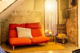 wohnzimmer sofa in hellen raum 1227078 stock foto