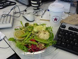 dejeuner bureau création de société faire sa pause déjeuner au bureau nous