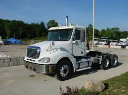 FREIGHTLINER TANDEM AXLE DAYCAB FOR SALE | #7110