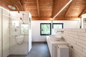 holz und moderne im dachbad banovo