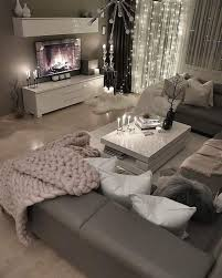 loving this grey modern and cozy living room decor