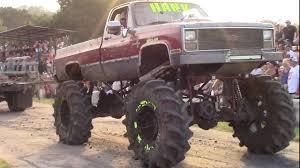 2.5 TON TRUCKS ON THE TUG PAD AT REDNECKS FALL MUD CRAWL!! - YouTube