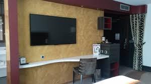mini frigo de bureau bureau tv à droite meuble avec mini frigo et rangements photo
