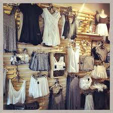 I Like The Easiness Of Racks And Ability To Fit A Lot In Boutique Store DisplaysRetail DisplaysClothing
